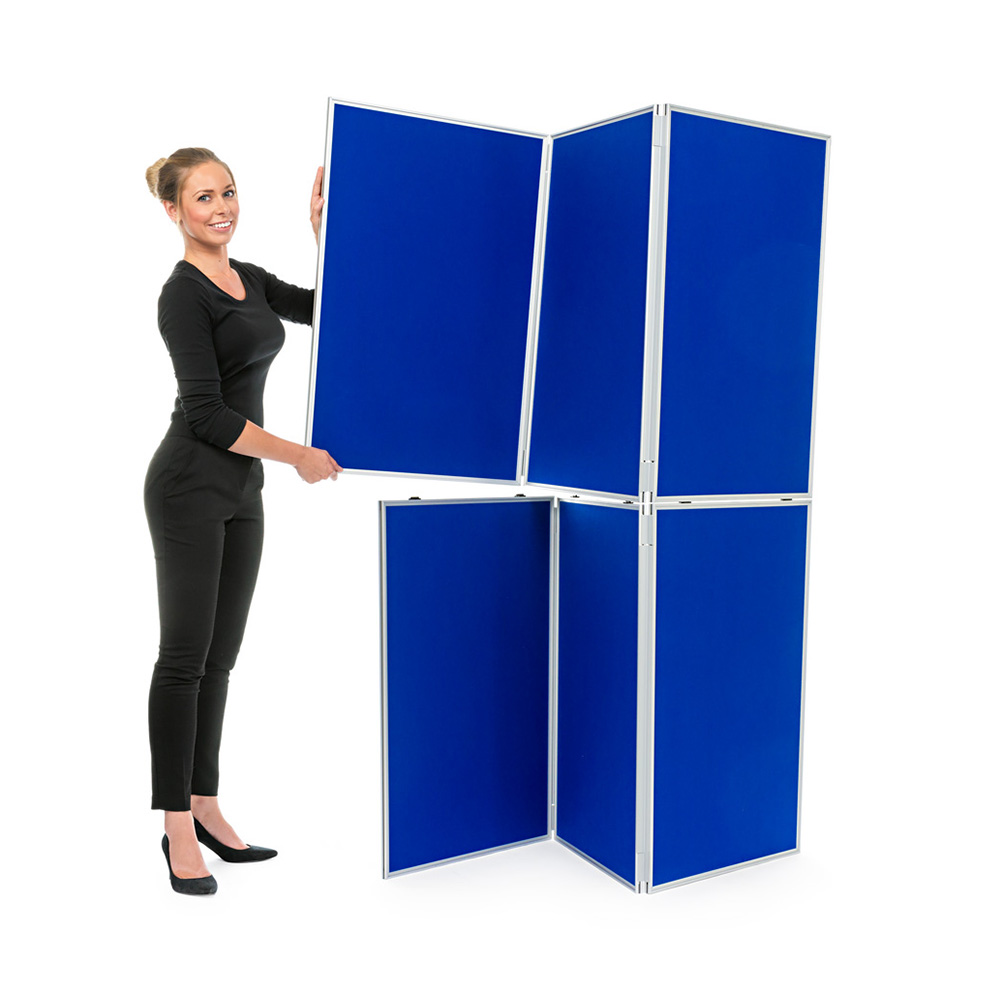 Hinged Panels Clip Together to Create Stackable Presentation Display
